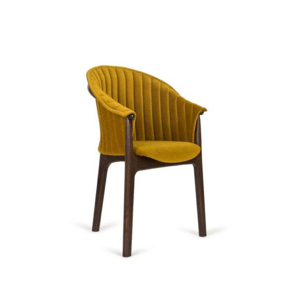 scaun cu trei picioare