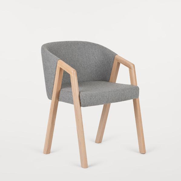 scaun tapitat din lemn